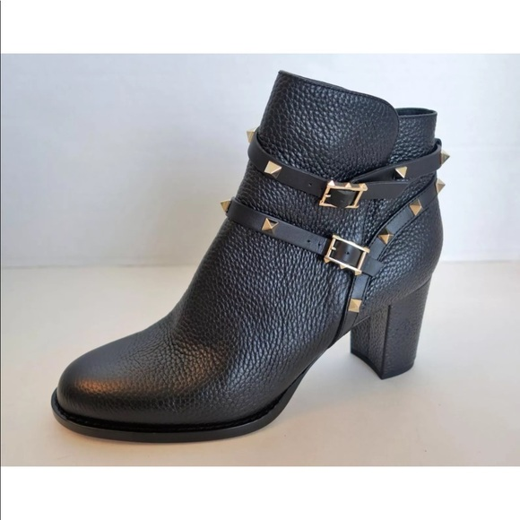 ae5e02a20b12 VALENTINO Black Pebble Leather Rockstud Ankle Boot